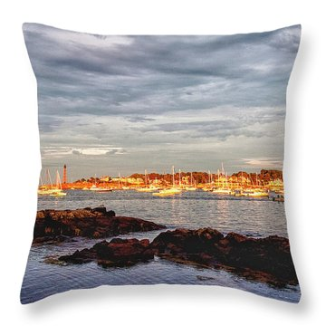 Throw Pillow featuring the photograph Marblehead Neck From Fort Beach by Jeff Folger