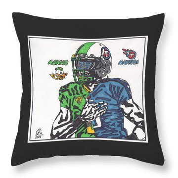 Marcus Mariota Crossover Throw Pillow