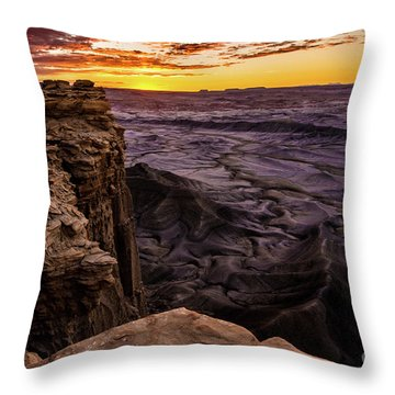 Martian Landscape On Earth - Utah Throw Pillow by Gary Whitton