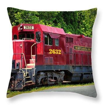 Maryland And Delaware Engine 2632 Throw Pillow