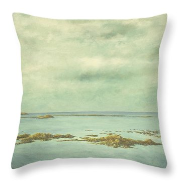 Matane2 Throw Pillow