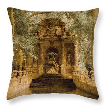 Paris, France - Medici Fountain Oldstyle Throw Pillow