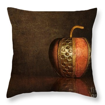 Throw Pillow featuring the photograph Mela In Metallo by Mark Miller