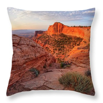 Mesa Arch Overlook At Dawn Throw Pillow