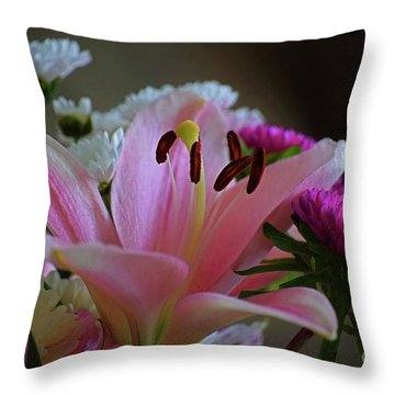 Middle Lily Throw Pillow