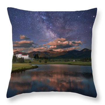 Milky Way Over The Omni Mount Washington Throw Pillow