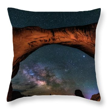 Milky Way Under The Arch Throw Pillow