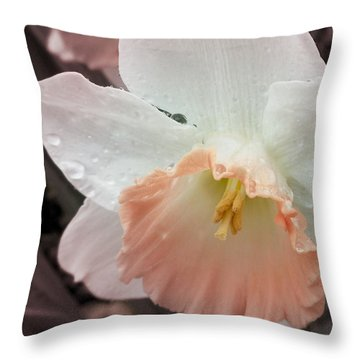 Mom's Birthday Daffodil Throw Pillow