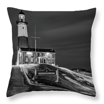 Throw Pillow featuring the photograph Montauk Point Lighthouse Bw by Susan Candelario