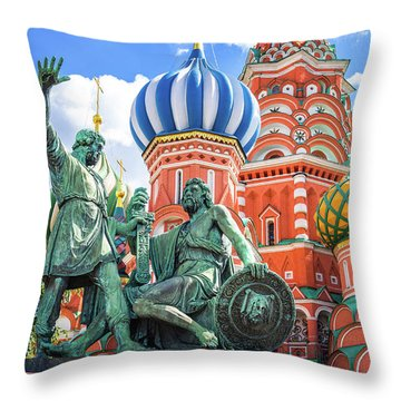 Throw Pillow featuring the photograph Monument To Minin And Pozharsky by Delphimages Photo Creations