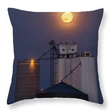Moonrise At Laird -02 Throw Pillow