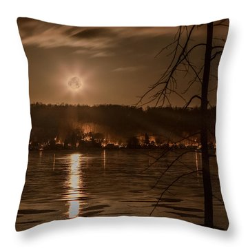 Moonset On Conesus Throw Pillow by Richard Engelbrecht