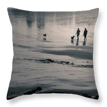 Morning Walk, Gooch's Beach, Kennebunk, Maine Throw Pillow