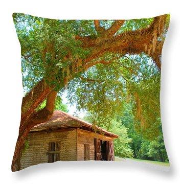 Mossy Tree In Natchez Throw Pillow
