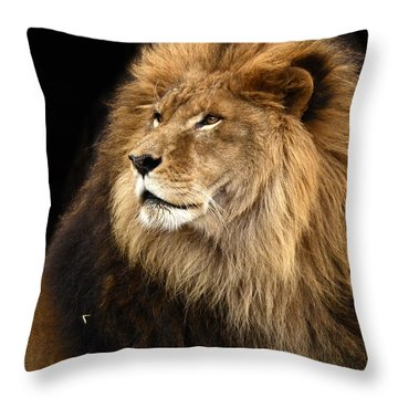Moufasa The Lion Throw Pillow