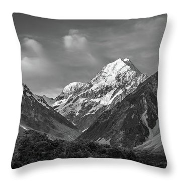 Mt Cook Wilderness Throw Pillow