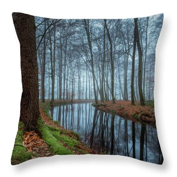 Mystic Voorstonden Throw Pillow
