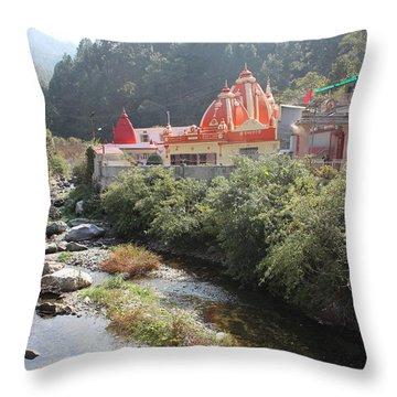Neem Karoli Baba Ashram, Kainchi Throw Pillow