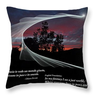 Nella Fantasia Io Vedo Un Mondo Giusto Throw Pillow