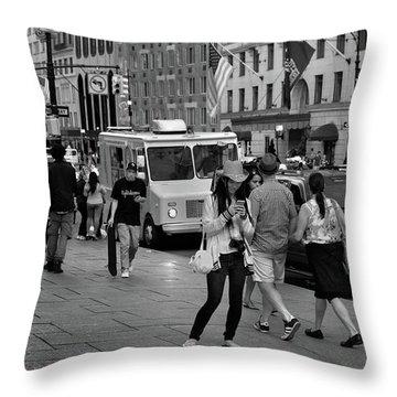 New York, New York 19 Throw Pillow