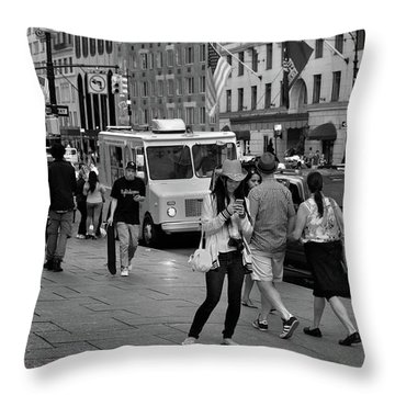 New York, New York 19 Throw Pillow