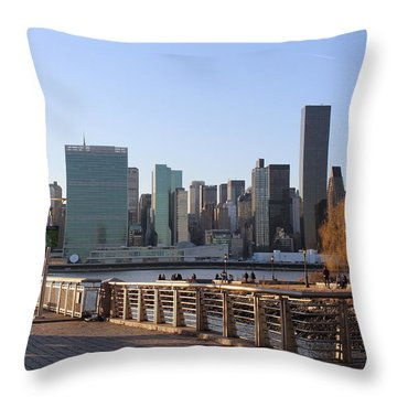 New York's Skyline - A View From Gantry Plaza State Park Throw Pillow