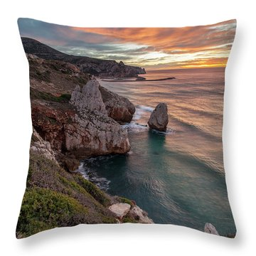 Nido Dell'acquila  Throw Pillow
