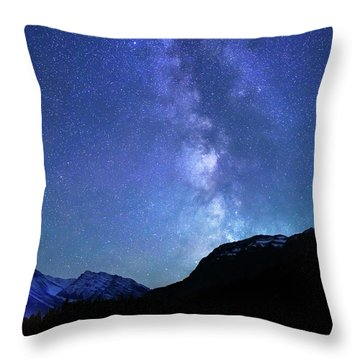 Night Sky In David Thomson Country Throw Pillow