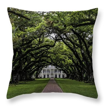 Oak Alley Plantation, Vacherie, Louisiana Throw Pillow