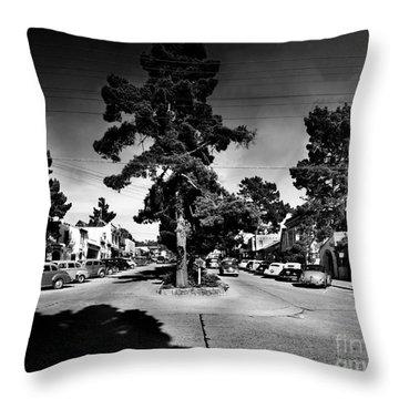 Ocean Avenue At Lincoln St - Carmel-by-the-sea, Ca Cirrca 1941 Throw Pillow