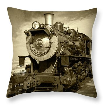 Old 475 - Bw Throw Pillow