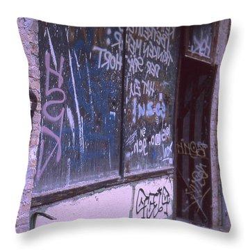 Old Bar, Old Graffitis Throw Pillow