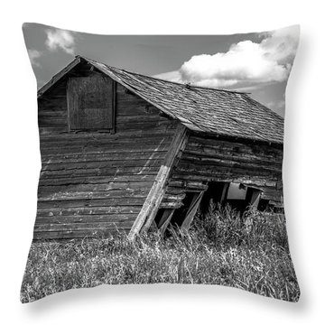 Old Barn In The Prairie  Throw Pillow