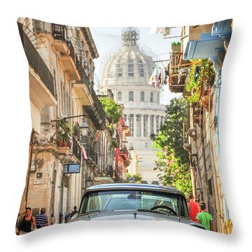 Old Car And El Capitolio Throw Pillow