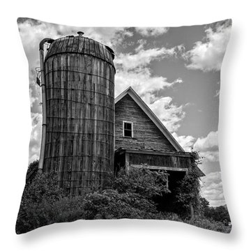 Old Ely Vermont Barn Throw Pillow