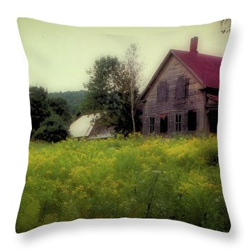 Old Farmhouse - Woodstock, Vermont Throw Pillow