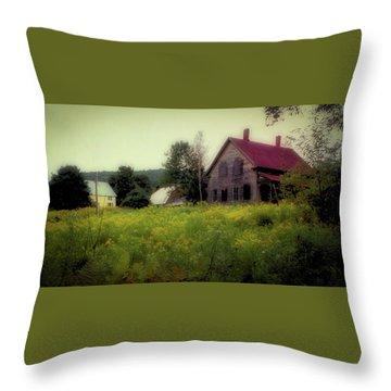 Old Farmhouse - Woodstock, Vermont Throw Pillow