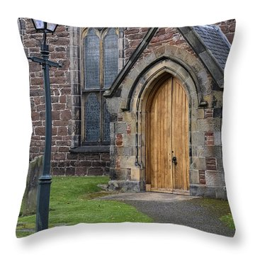 Old High Church - Inverness Throw Pillow
