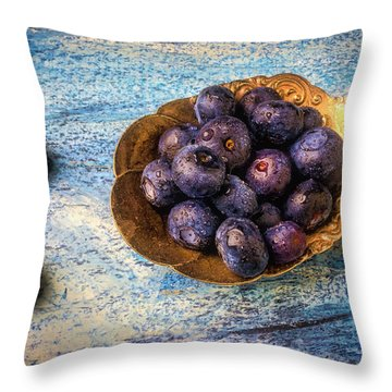 Old Spoon Full Of Blueberries Throw Pillow