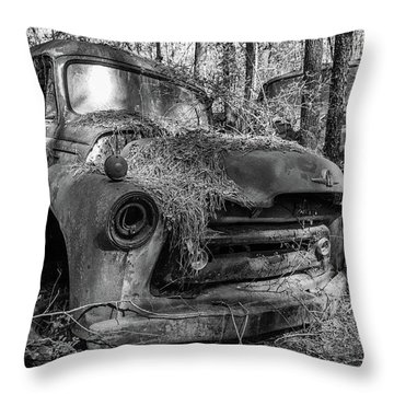 old truck_MG_4220 Throw Pillow