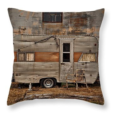 Old Vintage Rv Camper In The Mississippi Delta Throw Pillow