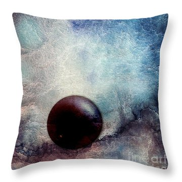 Organik Throw Pillow