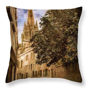 Oxford, England - Oriel Street Throw Pillow