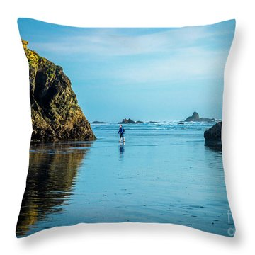 Outing In Ruby Beach,wa Throw Pillow
