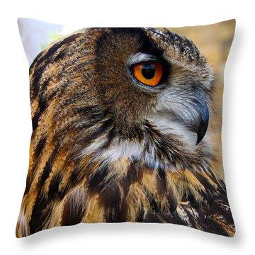 Owl-cry Throw Pillow