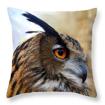 Owl-cry Throw Pillow