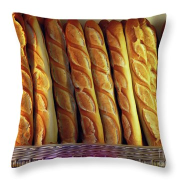 Pain Quotidien Throw Pillow