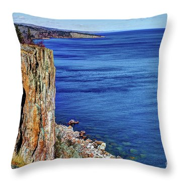 Palisade Head Tettegouche State Park North Shore Lake Superior Mn Throw Pillow