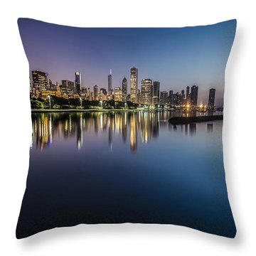 Peaceful Summer Dawn Scene On Chicago's Lakefront Throw Pillow