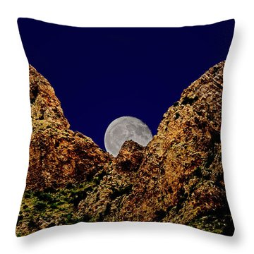 Peak Full Moon H03 Throw Pillow